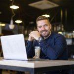 homem-trabalhando-computador